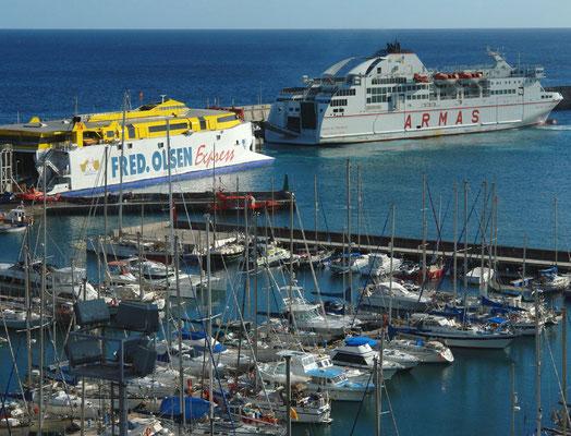 San Sebastián, Blick vom Parador Nacional auf den Fähr- und Yachthafen