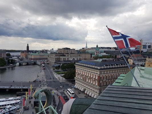 Blick vom Turm des Grand Hotel Stockholm auf das Königliche Opernhaus und den Reichstag