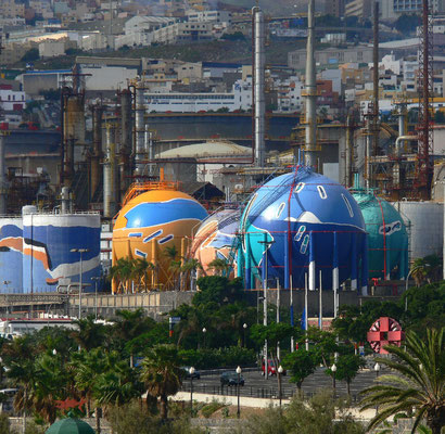 Santa Cruz de Tenerife. Raffinerie mit Öltanks