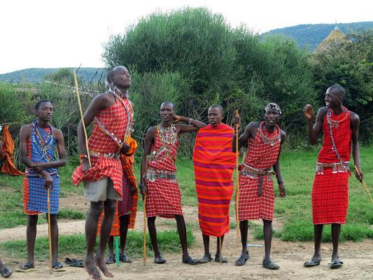 Massai beim Sprungtanz