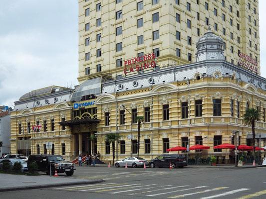 Princess Casino und Hotel Wyndham Batumi am Europaplatz