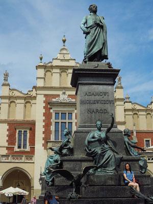 Adam-Mickiewicz-Denkmal von 1898. Der Nationaldichter Polens lebte von 1798 bis 1855.