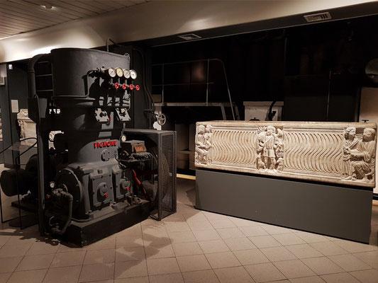 Sarkophag mit dem Guten Hirten und von verstorbenen Personen, Prokonnesischer Marmor, 1. Hälfte des 3. Jh. n-Chr.
