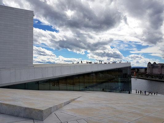Auf dem Dach des neuen Opernhauses
