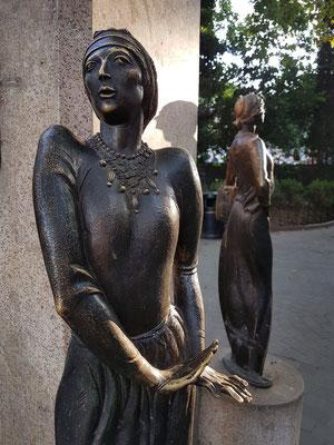 Skulpturen in einem kleinen Park in der Altstadt nahe der Sioni-Kathedrale