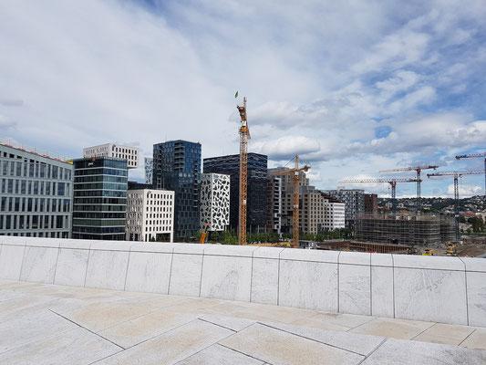 Neue Gebäude neben dem Opernhaus