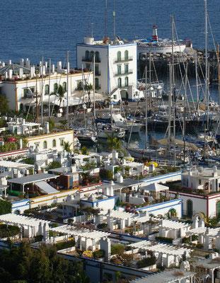 Puerto de Mogán, ein aus einem Fischerort hervorgegangenes Ferienzentrum mit Kanälen und Yachthafen