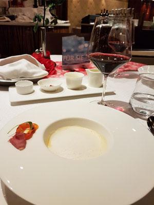 3. Gang: Cremesuppe von der Steckrübe/geräucherte Ente/Passionsfrucht