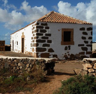 La Oliva, Landhaus mit kunstvollen Fenster- und Türeinfassungen, in der Nähe der Casa de los Coroneles