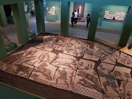 Kesselraum mit dem Bodenmosaik von Santa Bibiana
