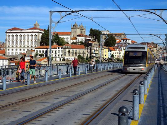 Spaziergang von Vila Nova de Gaia über die Ponte Luís I nach Porto