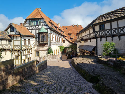 Erster Burghof mit Vogtei und Lutherstübchen