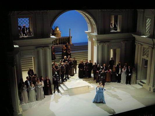 Applaus: Anat Edri (Servilia) und Chor