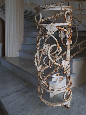 Im Treppenhaus der Villa Lysis