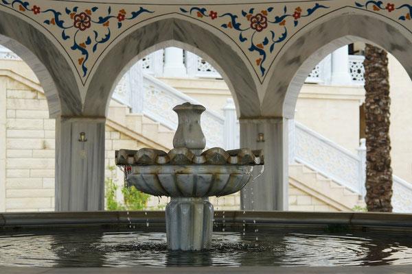Brunnen der Külliye Moschee für die rituelle Waschung