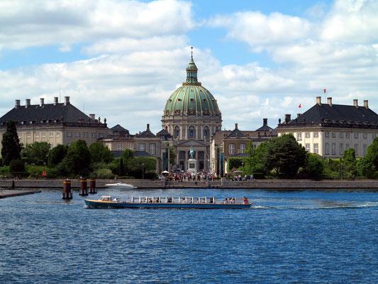 Blick vom Neuen Opernhaus auf Schloss Amalienborg, dem Sitz der königlichen Familie