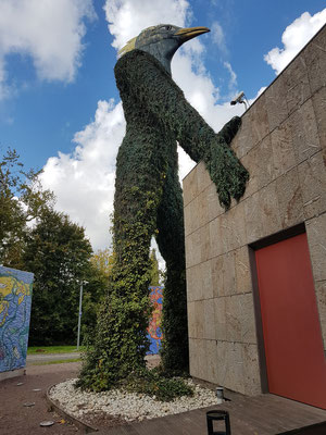 Park der Alten Abtei mit dem von André Heller geschaffenen Erdgeist, der ursprünglich auf der Expo 2000 ausgestellt war
