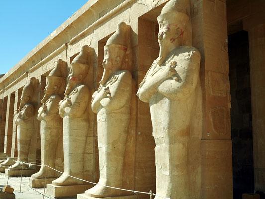 Die Rundplastiken der Hatschepsut (Osiris-Pfeiler der zweiten Terrasse)