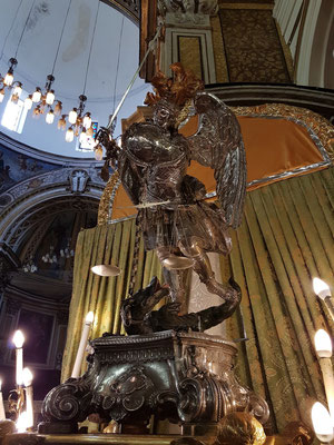 Erzengel Michael in der Abbazia San Michele Arcangelo