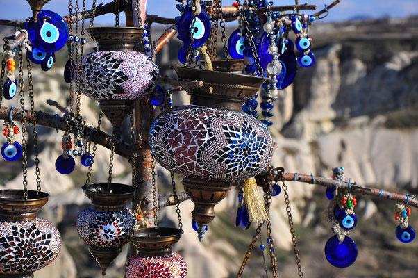Orientalische Mosaik-Glas-Lampen und Nazar-Amulette