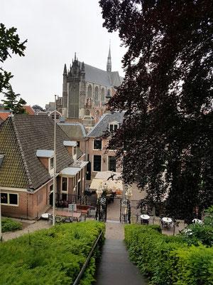 Blick von der Burcht auf die Hooglandse Kerk