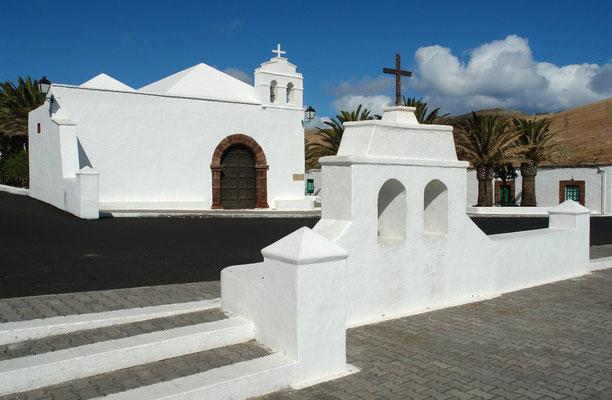 Femés mit der Ermita de San Marcial de Rubicón von 1733