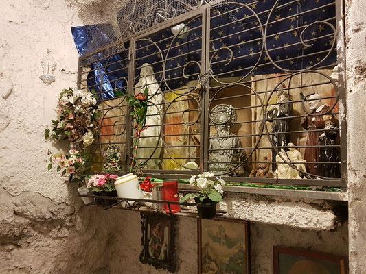 Altar unter einem Bogen auf meinem Weg zur Casa MAO