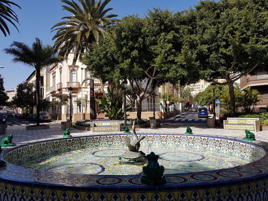 Brunnen an der Avenida Veinticinco de Julío