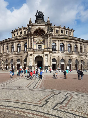 Semperoper am Theaterplatz, 1869