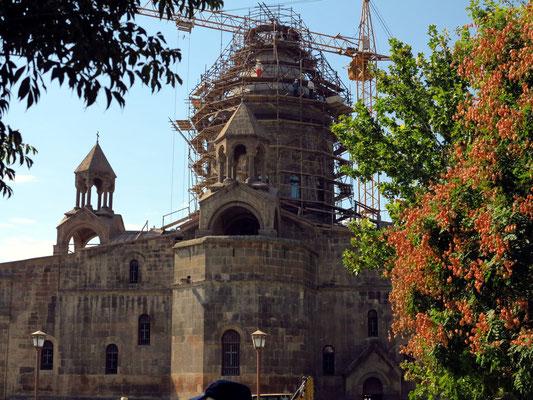 Die Hauptkathedrale (im Gerüst) stammt von 301 - 303.