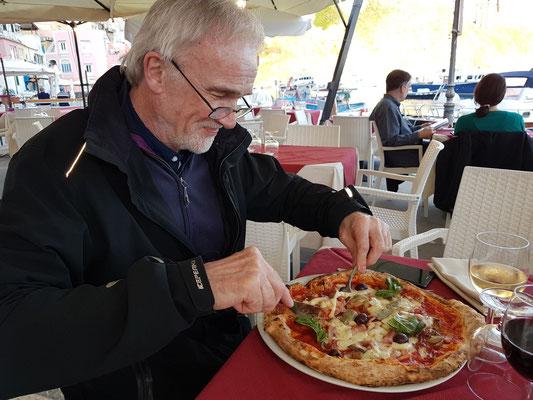 Marina di Corricella, im Ristorante Pizzeria Fuego