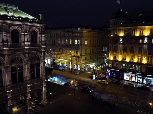 Blick von der Terrasse des Opernhauses auf die Kärntner Straße