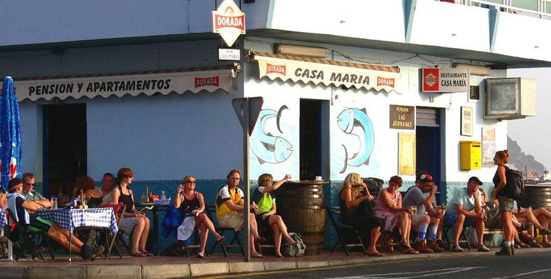 Vor der Bar Casa María an der Playa de Valle Gran Rey
