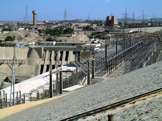 Assuan-Staudamm, Blick nach Osten zum Wasserkraftwerk