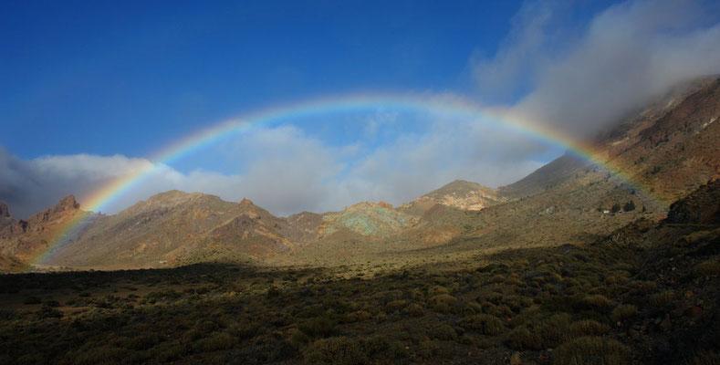 Regenfront in Las Cañadas mit Regenbogen