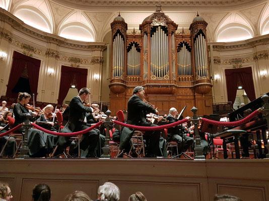 Vor dem Konzert, Blick von meinem Sitz (Voorzaal, Reihe 5, Sitz 23, 46 €, Standard Catagory 1)