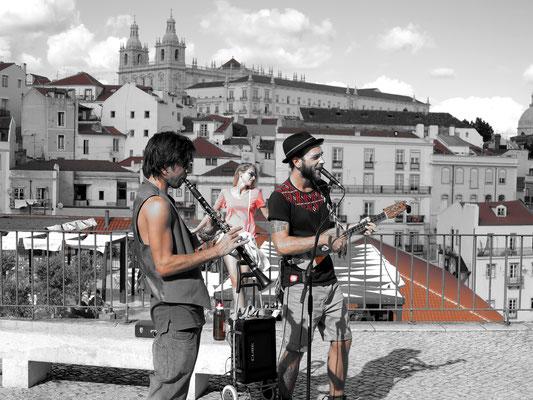 Miradouro de Santa Luzia, Straßenmusiker