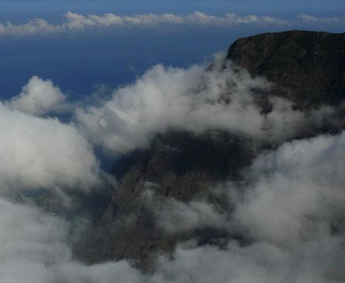 Blick vom Mirador del Golfo (1 368 m) nach Nordosten auf die Steilwand von Frontera