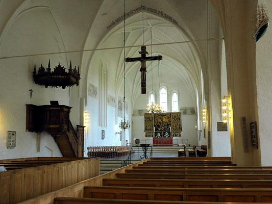 Das Innere der Frauenkirche, Chor von ca. 1250, die Kanzel (links) von ca. 1598