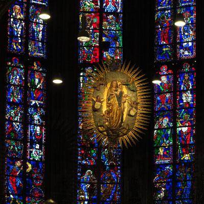 Aachener Dom, Strahlenkranzmadonna in der Apsis (dem Oktogon zugewandte Seite)