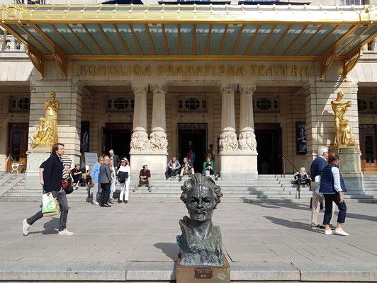 Königliches Dramatisches Theater, Haupteingang