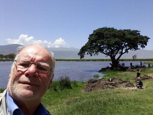 Mittagspause am Hippo-Teich. Ist das links ein Homo erectus, eine in Afrika beheimatete, schon lange ausgestorbene Art der Gattung Homo? Diese Frage wurde zwei Tage später beantwortet.