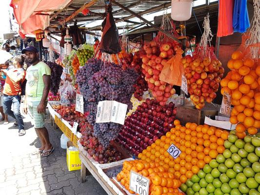 Obststand im FOSE Fruit & Vegetable Market