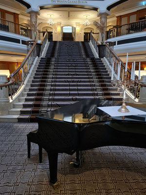 The Westin Grand Hotel, Eingangshalle und zentraler Treppenaufgang