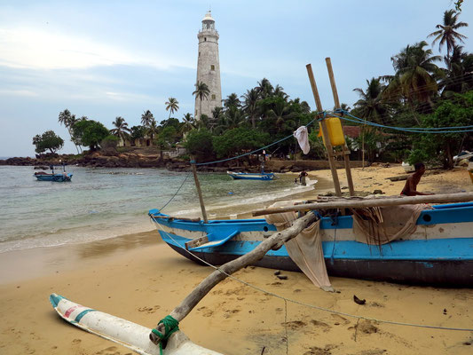 Beach of Devinuwara und Dondra Lighthouse