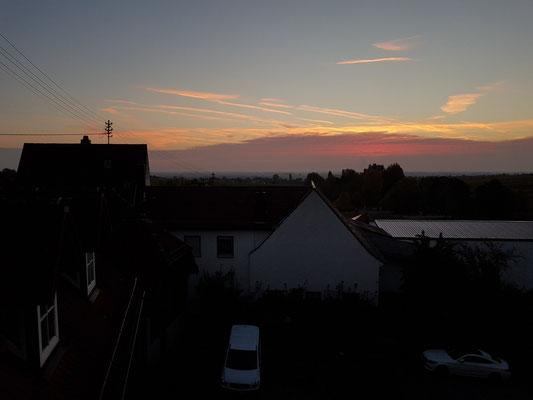 Hotel Consulat des Weins, Blick aus meinem Einzelzimmer 309, Sonnenaufgang