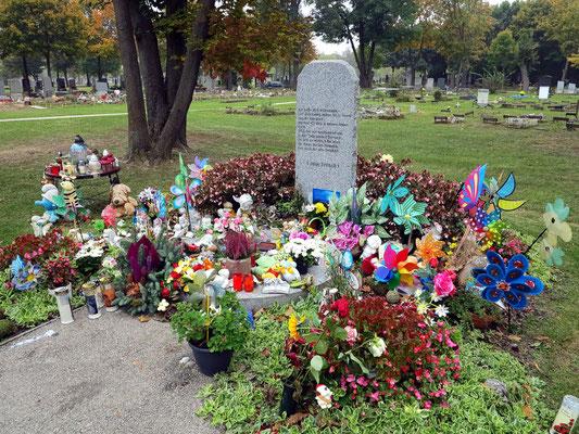 Babyfriedhof, Schachtgrab für die Urnenbestattung
