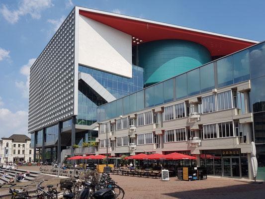 Musikzentrum TivoliVredenburg mit fünf Konzertsälen und Bistro/Café