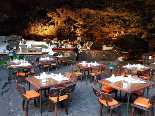 Restaurant mit Bar