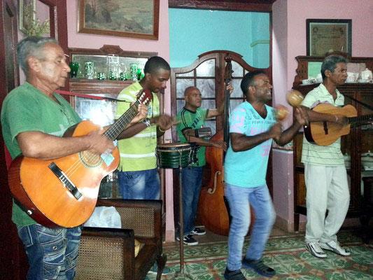Musikgruppe im Bar-Restaurant Esquerra